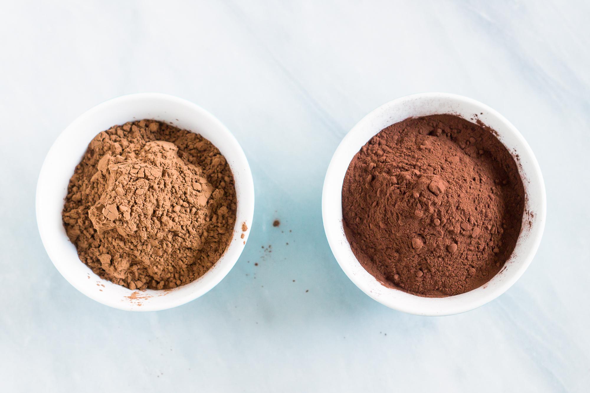 неалкализированный (слева) и алкализированный (справа) какао-порошки